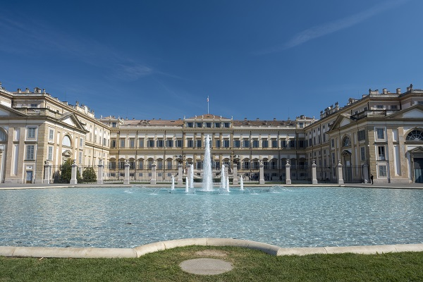 The fountain in front of Villa reale in Monza