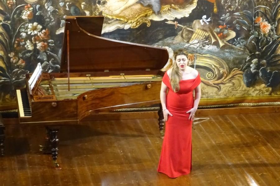 A soprano performing a romanza